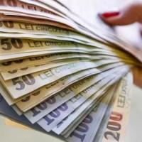 Salariul minim va 'creşte semnificativ' de la 1 ianuarie