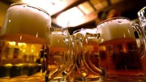 Suma URIAȘĂ pe care românii au cheltuit-o, anul trecut, pe bere