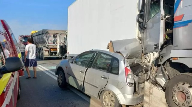 IMG-20210915-WA0001-800x445-1 Trafic complet blocat la ieșirea din Balș spre pădurea Saru