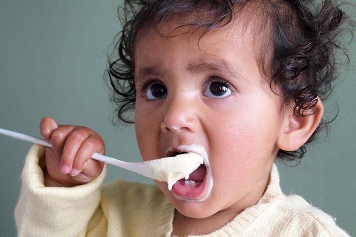 Whole-Cream-Yogurt Fëmijë me peshë të ulët: Njihuni me ushqimet që rrisin peshën e foshnjës