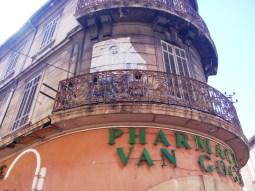 În Arles, numele lui Van Gogh este dat unei farmacii!