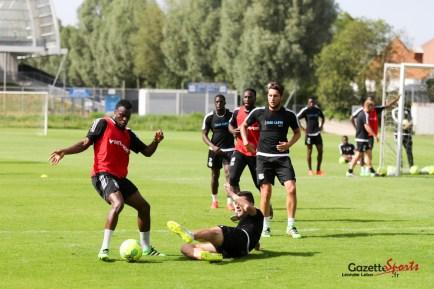 Les joueurs se sont entrainés sous le soleil avant la présentation. Photo : Léandre Leber - Gazettesports.fr