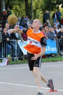 Ballon au poing (Reynald Valleron (46)