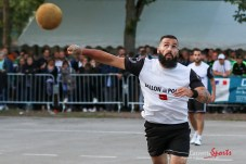 Ballon au poing (Reynald Valleron (62)