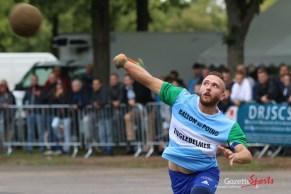 Ballon au poing (Reynald Valleron (93)
