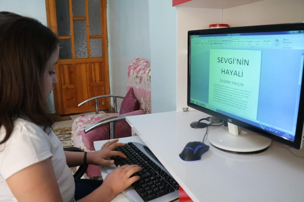 Kanseri eğitim aşkıyla yenen Suzan yaşamını kitaplaştırdı
