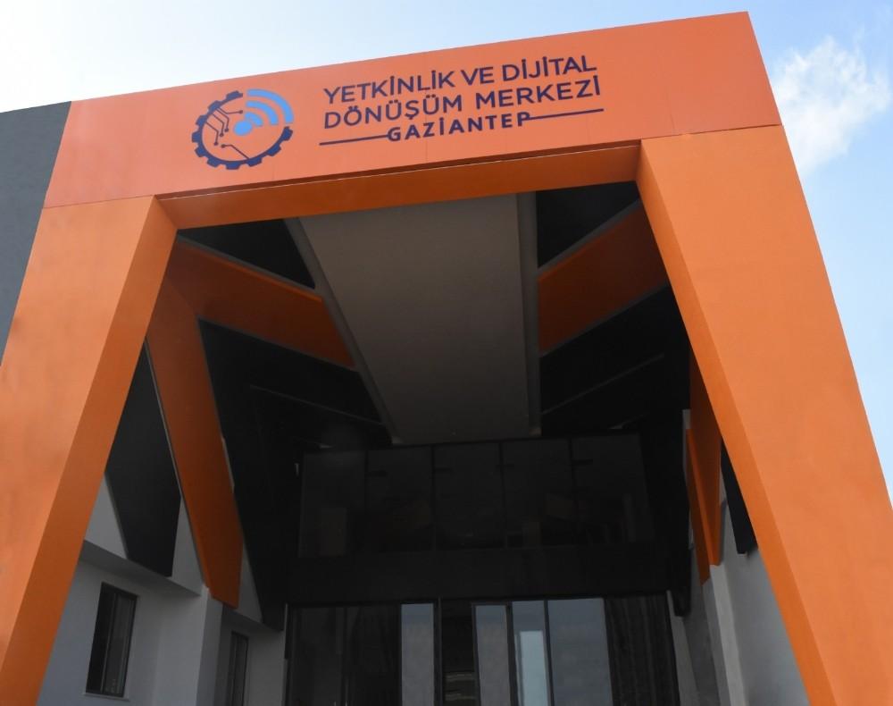 Yetkinlik ve Dijital Dönüşüm Merkezi hizmet vermeye başladı