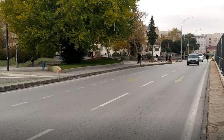 Halk otobüsünün altında kalan kadın hayatını kaybetti