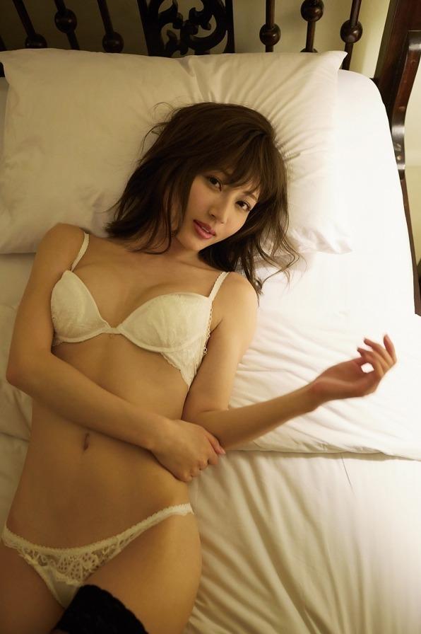 新藤まなみ (42)