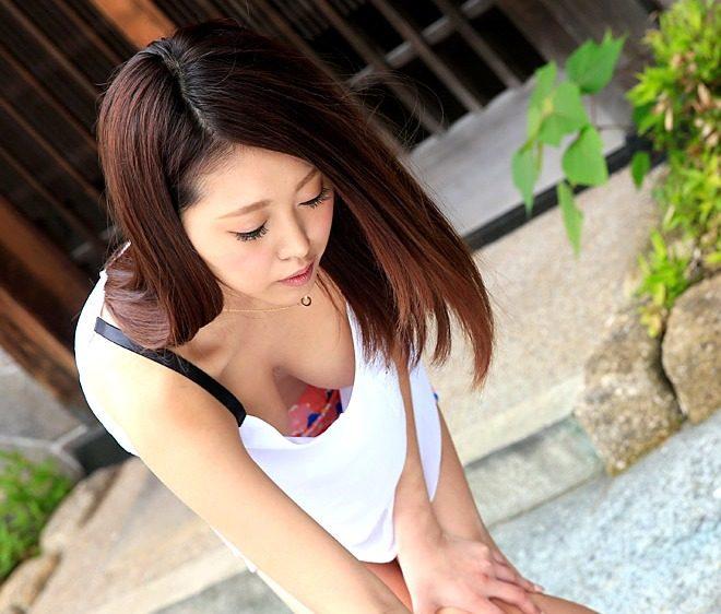 相本みき 無修正ノーブラ乳首見えそうなゴミ出し若妻はヤれる・ヌード・SEXの画像