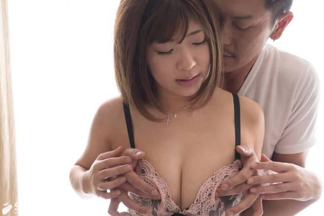 石川祐奈 (21)