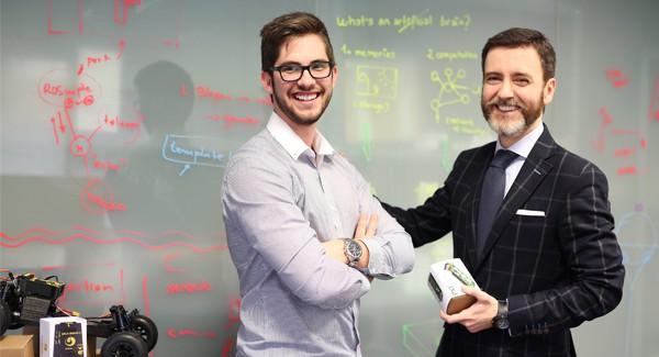 Pablo Bringas, mentor de Gaztenpresa, con David Mayoral, fundador de Erle Robotics.