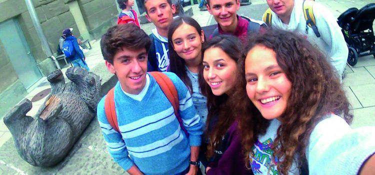 Scoprite la Svizzera con altri giovani Svizzeri all'estero e fate nuove amicizie