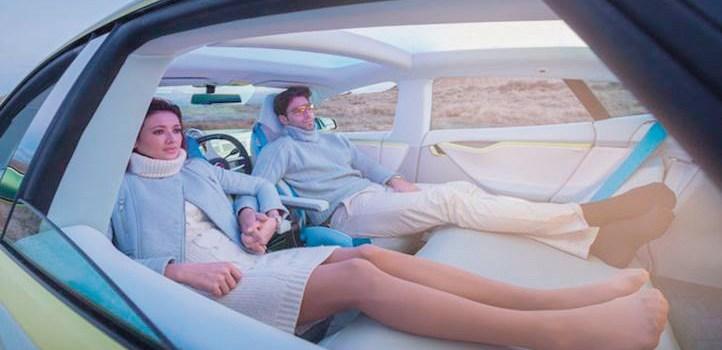 Chi siede alla guida potrà anche dormire? I veicoli autonomi sono già su strada.