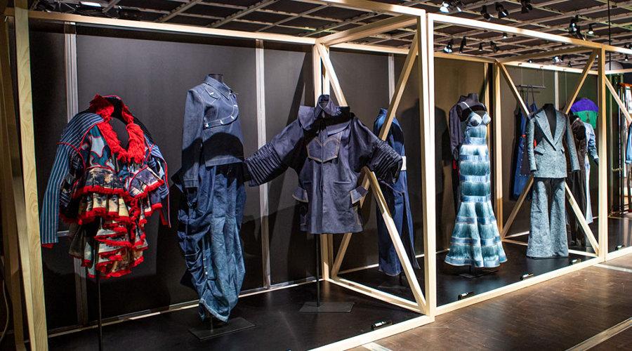 Exposição francesa celebra o jeans