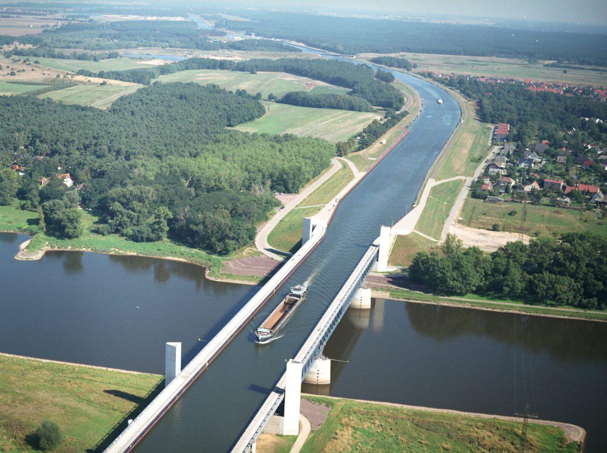 magdeburg water bridge the world s longest navigable aqueduct