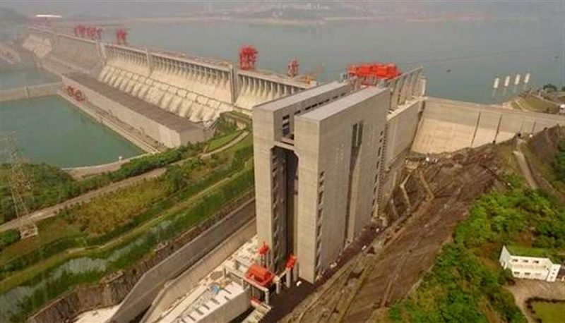 The ship lift at the Three Gorges Dam in China is the world's largest.