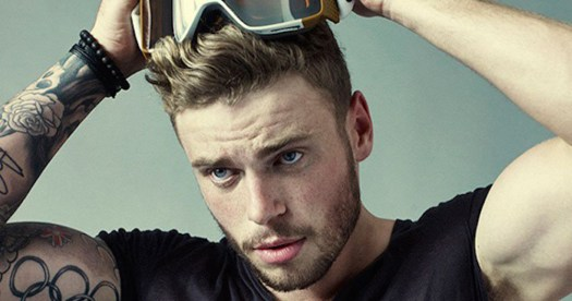 Gus Kenworthy, about to pull ski goggles over his eyes