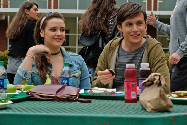Love Simon still of Simon and Leah having lunch