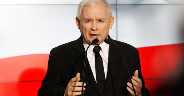 Polish leader Jaroslaw Kaczynski speaking into a microphone.