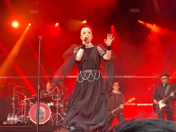Shirley Manson from Garbage singing