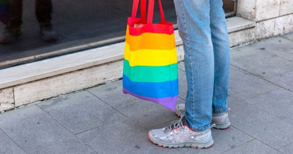 Italian teenager attacked and beaten up for carrying a rainbow bag: Picture of a rainbow bag and the legs of a person carrying it