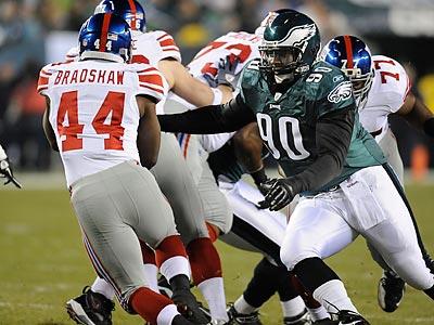 Eagles Bring Back Antonio Dixon