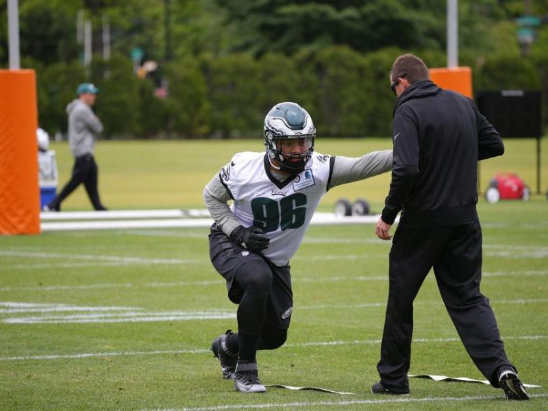 The Eagles Derek Barnett Is An Old-Fashioned Rookie