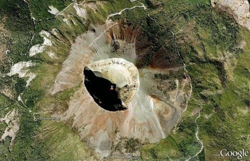 Cratera do Vesúvio vista mais de perto pelo Google Maps