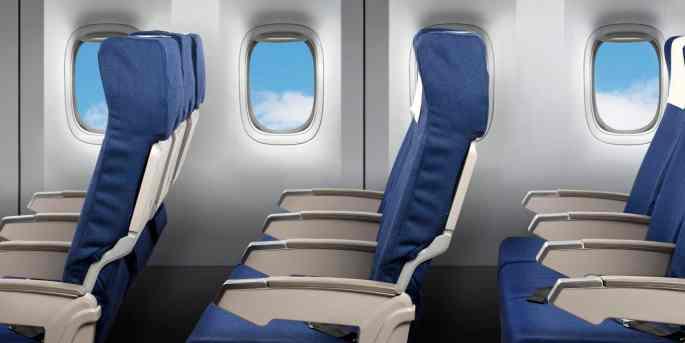 Assentos de avião não alinhados com as janelas