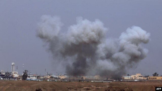 Smoke rising after the bombing of Iraqi forces in Tikrit