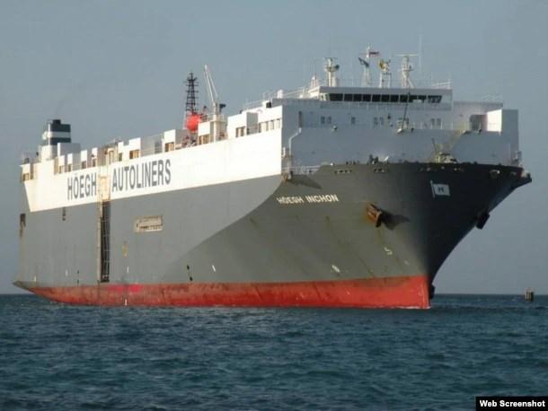 El carguero en el que viajaron los tres polizontes cubanos.