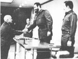 Ángel Martínez Riosola (Francisco Ciutat) con Fidel y Raúl Castro.