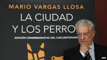 """El premio Nobel Mario Vargas Llosa, durante la presentación de la edición conmemorativa del cincuentenario de """"La ciudad y los perros""""."""