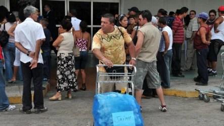 Ciudadanos cubanos reciben a sus familiares residentes en Estados Unidos