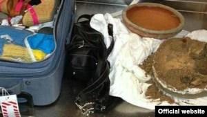 La foto, faciliitada por la oficina del Sheriff del condado Broward, muestra los calderos, incluido el que contenía los restos óseos humanos