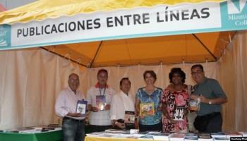 Autores cubanos de la editorial Entrelíneas, que dirige el escritor Pedro Pablo Álvarez Santiesteban (en la foto a la derecha). Foto: Luis Felipe Rojas.