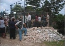 Restos de una iglesia evangélica, destruida por las autoridades en Alamar, Cuba.