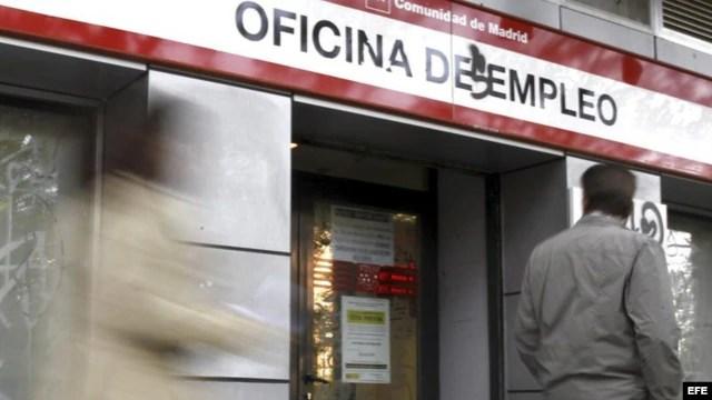 La proporción de personas trabajando en España retrocedió a su nivel más bajo desde 2002.