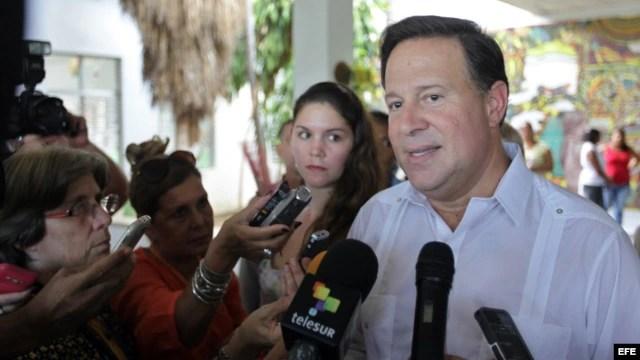 """El presidente de Panamá, Juan Carlos Varela, tras su visita a la escuela """"Solidaridad con Panamᔠen La Habana."""