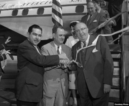 José López Vilaboy en la inauguración de los vuelos de Cubana de Aviación a New York.