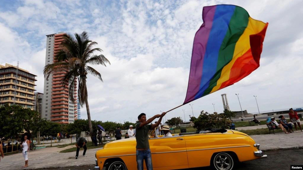 Participantes en la Marcha contra la Homofobia y la Transfobia en La Habana, mayo 13, 2017. REUTERS/Stringer.