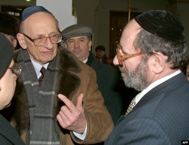 Министр иностранных дел Польши Владислав Бартошевский и главный раввин России Адольф Шаевич (архивное фото 2003 года)