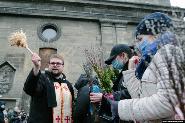 Освячення святої верби у церкві Андрія у Львові. НА ЦЮ Ж ТЕМУ