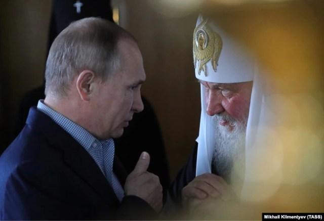 Президент Росії Володимир Путін (ліворуч) і Московський патріарх Кирило (архівне фото)