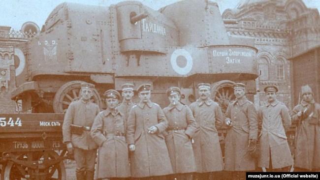 Важкий бронеавтомобіль «Гайдамака», який використовували в поході на Крим навесні 1918 року