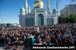 Muslims pray outside the Moscow Cathedral Mosque during celebrations of Eid al-Fitr on June 4, 2019.