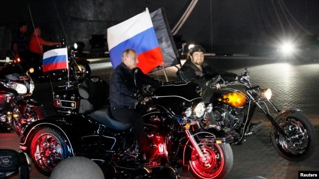 Ruski predsednik Vladimir Putin i Aleksandar Zaldostanov, 29. avgust 2011.