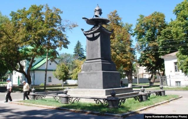 Місто Полтава. Пам'ятник на «місці відпочинку» російського царя Петра Першого