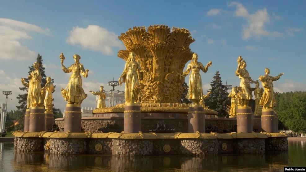 Центральная скульптурная композиция фонтана Дружба Народов на территории ВВЦ, Москва